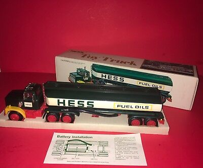 1977 Hess Tanker Truck Working Lights,Battery Card,Inserts In Box Excellent
