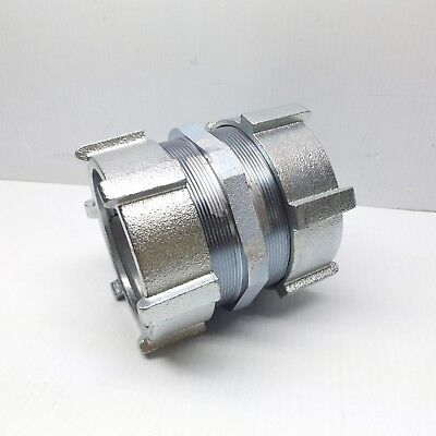 """Crouse-Hinds 668Us 3-1/2"""" Emt Compression Coupling Malleable Iron"""