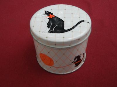 Small Cat Tin Depicts Kitty/Cats with Yarn CUTE!