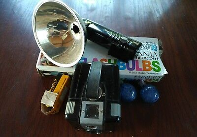 VINTAGE BROWNIE HAWKEYE FLASHLIGHT CAMERA OUTFIT 1950's w/ BULBS
