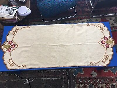 Arts and Crafts Silk Embroidered Oatmeal Linen Table Runner