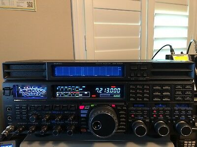 Yaesu FTdx5000 HF Transceiver with SM-5000 Station Monitor