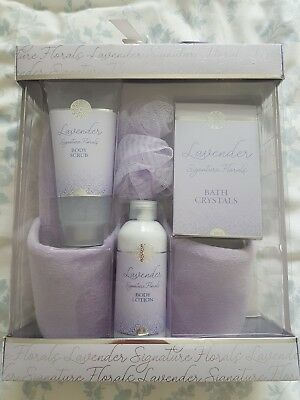 Womens Signature Slippers, Bath & Body Gift Set - Lavender