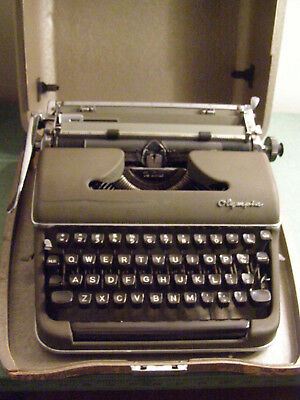 1954 Olympia Deluxe SM-3  #491882 Typewriter with Case Green