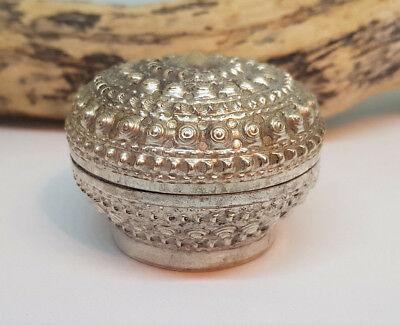 Antique Beautiful Chinese Export Solid Silver Betel Box 45.4 G.