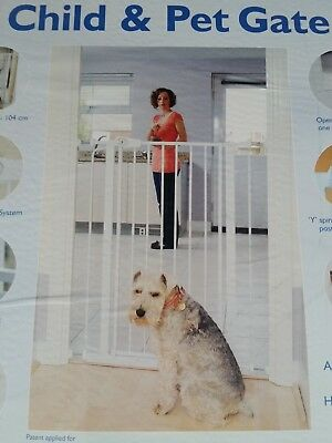 Love n care Child and Pet Safety Gate in white 104cm high