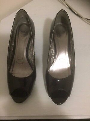Nova patent leather wedge heel pump - sz 5