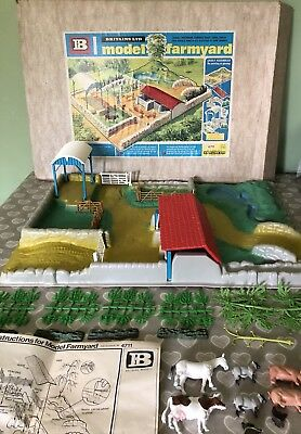 Vintage Retro 1970s Britains Model Farmyard Base & Accessories # 4711 Boxed Rare
