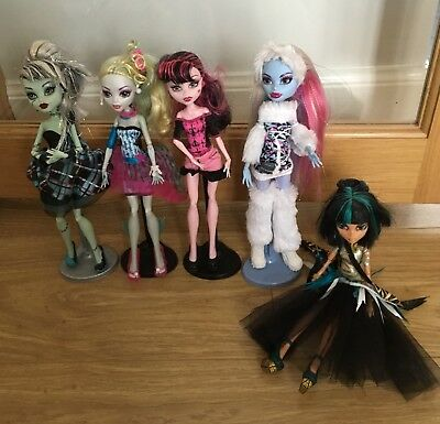 5 Monster High Dolls in excellent condition