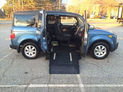 2008 Honda Element modified for Wheelchair access