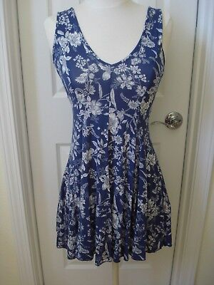 Blue and White Floral Print dress Size Small Forever 21 NEW