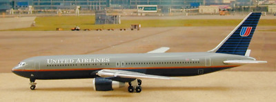 Gemini Jets GJUAL468 United Airlines B767 Battleship N672UA 1/400 Diecast Model