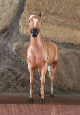 Breyer   2004  Aqha  Magnificent Mares    Diamonds  Sparkle   Matte Palomino