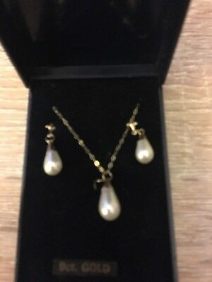 9ct Gold Pearl Drop Earrings And Necklace.