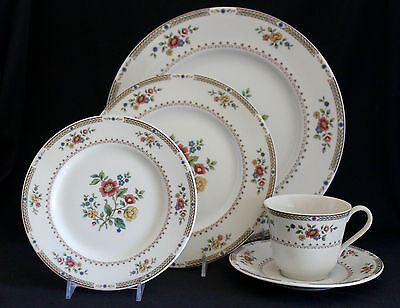 Kingswood by Royal Doulton China 5 Pc Place Setting(s) TC1115 England  MINT