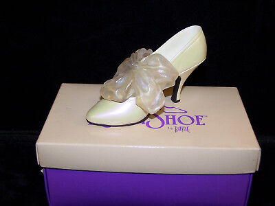 Just The Right Shoe     Tying The Knot  #25008    In Original Box