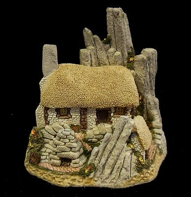 "1986 David Winter ""Crofter's Cottage"" Mint in Original Box with COA"