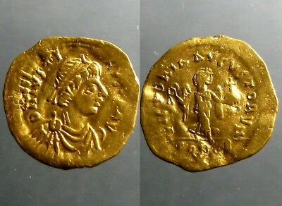 JUSTIN I GOLD TREMISSIS______Constantinople Mint______ADVANCING VICTORY w WREATH