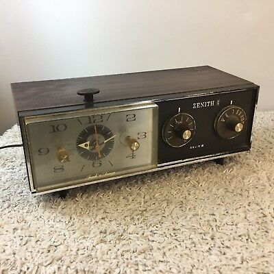 Vintage Zenith Clock Radio Keeps Time Wood Look Casing E-226W Stained Movie Prop