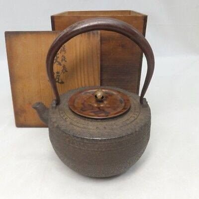 G031: Japanese quality iron kettle TETSUBIN with good copper lid and signed box