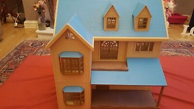Sylvanian Families Oakwood manor/ house on the hill ? In blue thre storey house.