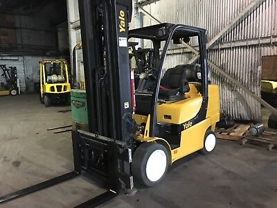 2011 Yale 8000 Lb Forklift With Side Shift and Triple Mast