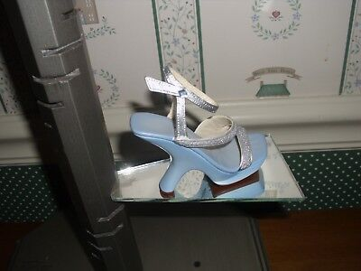2002- Raine-Just The Right Shoe  Stepping Out-Glitter Glam-No Box/  No Coa