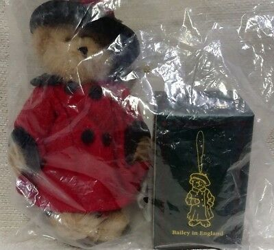 Boyd's Bears QVC Exclusive 2005 Plush Bailey in England w/ Resin Ornament 180414
