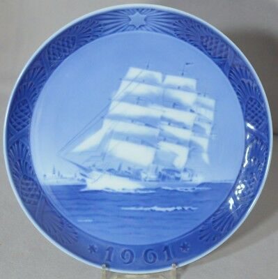 ROYAL COPENHAGEN 1961 Christmas - Plate Training Ship DANMARK - MINT!