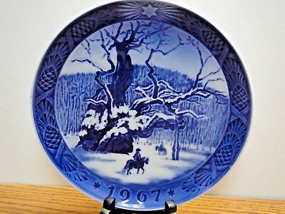 "Vintage 1967 Royal Copenhagen Porcelain Christmas Plate ""The Royal Oak"""