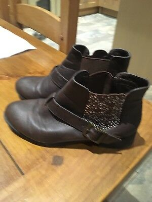 YD (young Dimension)Girls Chelsea Boots For Sale Size 3