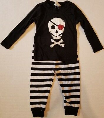 Crazy 8 Black White Skull Heart Patch Snug Fit 2 Piece Pajamas Boys 18-24 Months