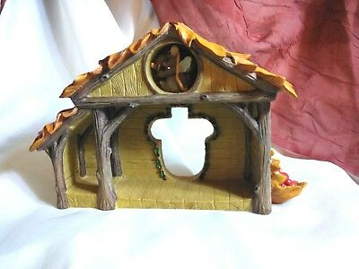 MINT CONDITION Charming Tails Christmas Pageant Stage/manger Creche Figurine
