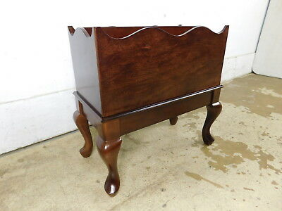 Minty Vintage 1992 Bombay Mahogany Queen Anne Traditional Magazine Rack Stand