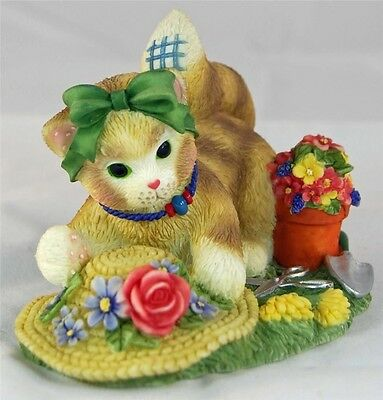 MIB Calico Kittens THE EARTH BLOSSOMS FOR YOU Cat w/Flowers & Straw Hat - Enesco