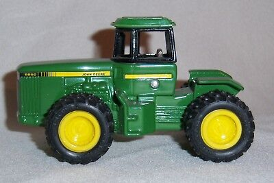 1/64 John Deere Solid 8850 with 4WD and Duals Farm Toy Tractor Diecast