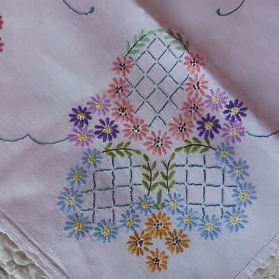 Beautiful Vintage Hand Embroidered White Linen Tablecloth Daisies Floral VGC