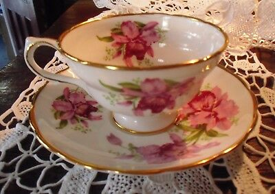 Pretty Floral Ye Olde English Grosvenor Tea Cup and Saucer Set Iris