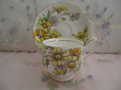 """Royal Albert Hand Painted Flower of the Month Duo,""""Daisy"""" No 4, 1st Quality, VGC"""