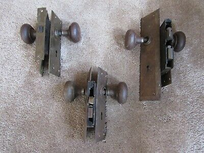 SET of 3 VINTAGE DOOR KNOBS LOCK ASSEMBLY & BACK PLATES