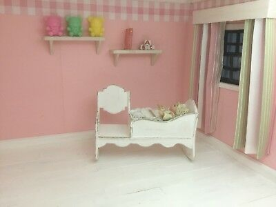 1:12th Scale Miniature Dolls House Nursery Furniture Rocking Cradle Chair Crib