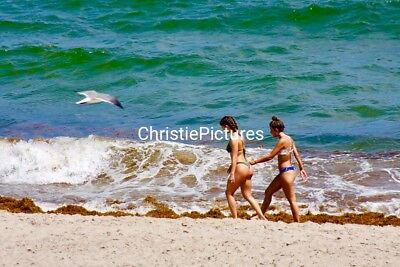 Digital Picture Image Photo Wallpaper JPG. BEACH GIRLS. Christie Pictures