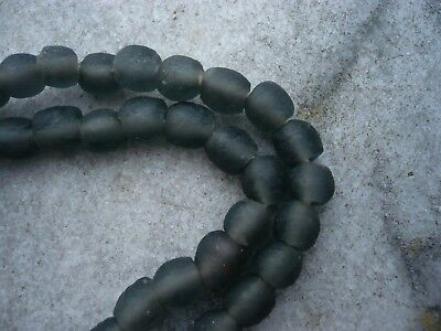 Strang Altglasperlen Ghana Krobo recycled glass beads 7 - 8 mm anthrazit grau