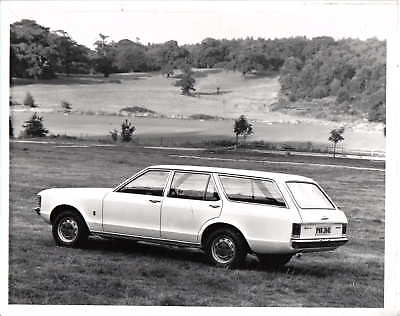 Ford Consul L Estate (Granada Mk 1) black and white period photo