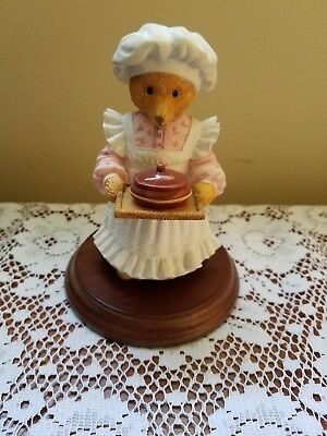 Upstairs Downstairs Bears Dept 56 Mrs Bumble Rules over the Kitchen Figurine