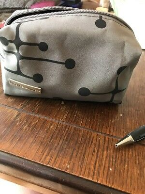American Airlines EAMES First Class Amenity Bag Gray / Black KIT With Toiletries