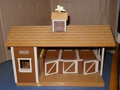 "Breyer Plastic Animals Horse Stable Barn Play Toy 10"" X 7"""