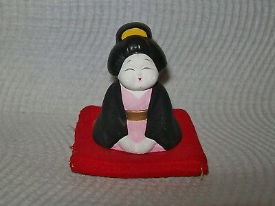 VINTAGE MINIATURE CERAMIC HAND PAINTED GEISHER FIGURINE on cushion 6cm