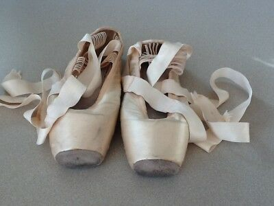 BLOCH BALANCE EUROPEAN Girls Ballet Pointe Shoes*size 5 1/2 X