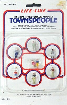 NOS Life Like 1118 8Pc HO Scale Quality Hand Painted Townspeople Figures